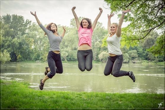 jumping-444613_640.jpg