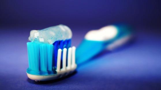 toothbrush-2589480_640